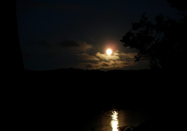 Castleforbes Bay Moon